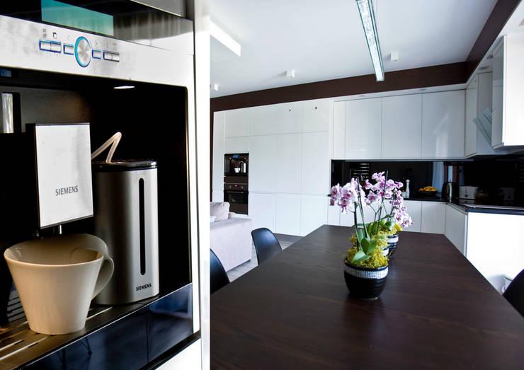 Caffe Latte: styl , w kategorii Kuchnia zaprojektowany przez Cobo Design,Nowoczesny