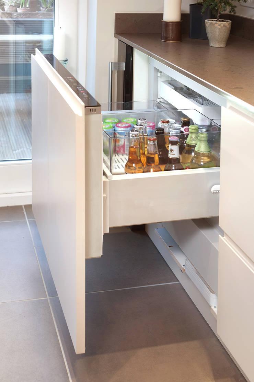 Fisher Paykel CoolDrawer™ Multi-Temperature Refrigerator:  Kitchen by Haus12 Interiors