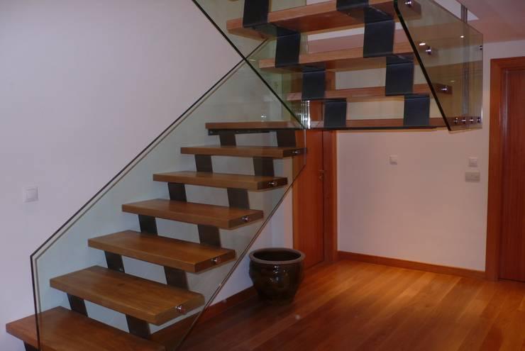 Guardas de Escadas: Corredores e halls de entrada  por Autovidreira