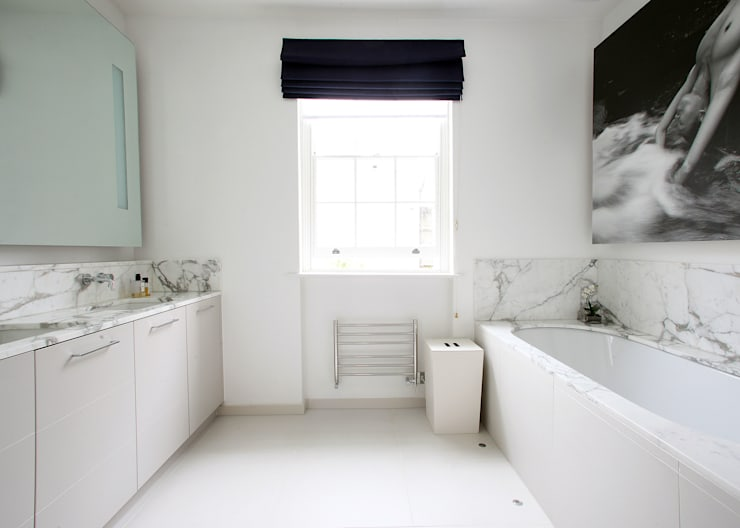 Fulham House by Peek Architecture.: minimalistic Bathroom by Alex Maguire Photography