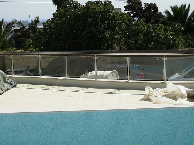 Guarda para piscinas: Piscinas  por Autovidreira