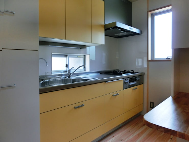 Küche von 氏原求建築設計工房, Modern