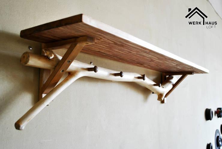 Полка/вешалка в прихожую в эко стиле.: Прихожая, коридор и лестницы в . Автор – Werk Haus SPB,