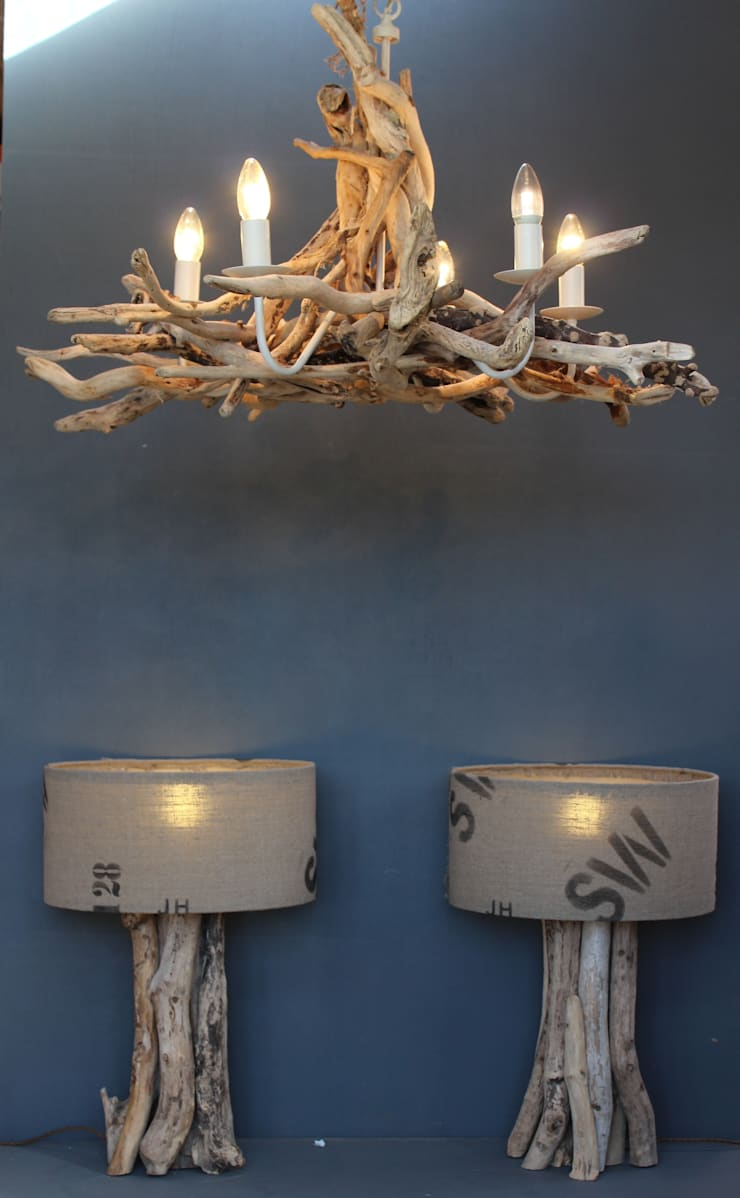 Driftwood chandeliers:  Living room by Julia's Driftwood