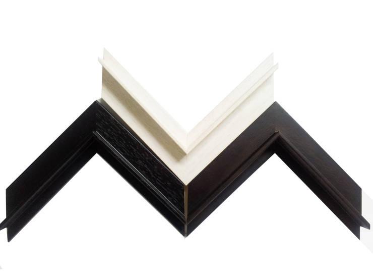 Molduras de madeira para telas: Casa  por Autovidreira