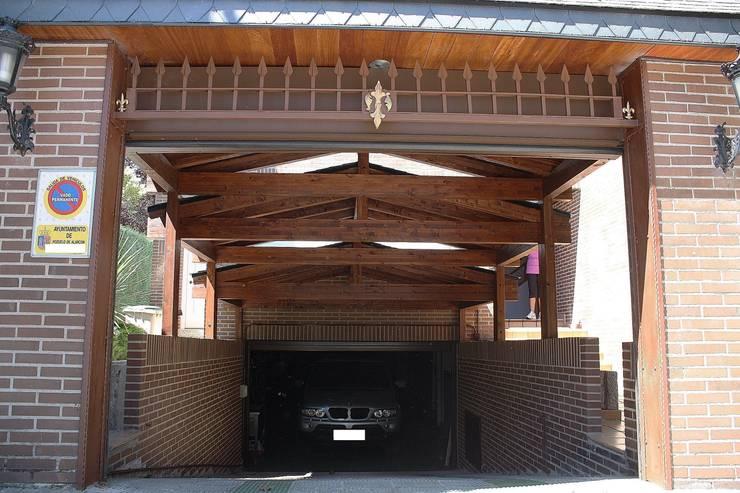 Garage/Rimessa in stile  di PergolasyPorches.com