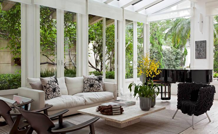 CASA JARDIM EUROPA: Jardins de inverno  por CSDA Arquitetura e Interiores