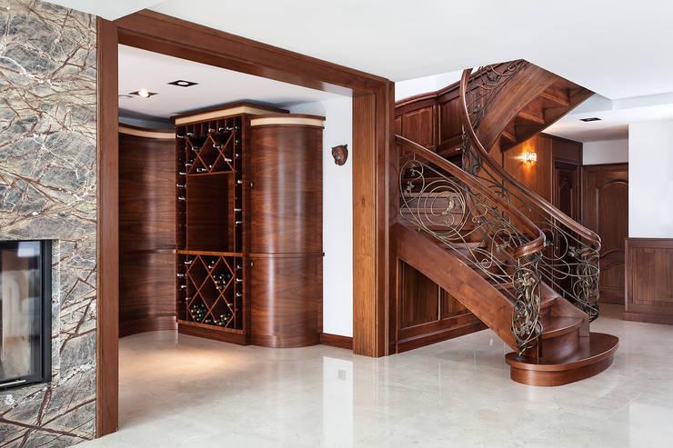 Anna Buczny PROJEKTOWANIE WNĘTRZ  Biblioteka realizacja Marchewka: styl , w kategorii Korytarz, hol i schody zaprojektowany przez Anna Buczny PROJEKTOWANIE WNĘTRZ