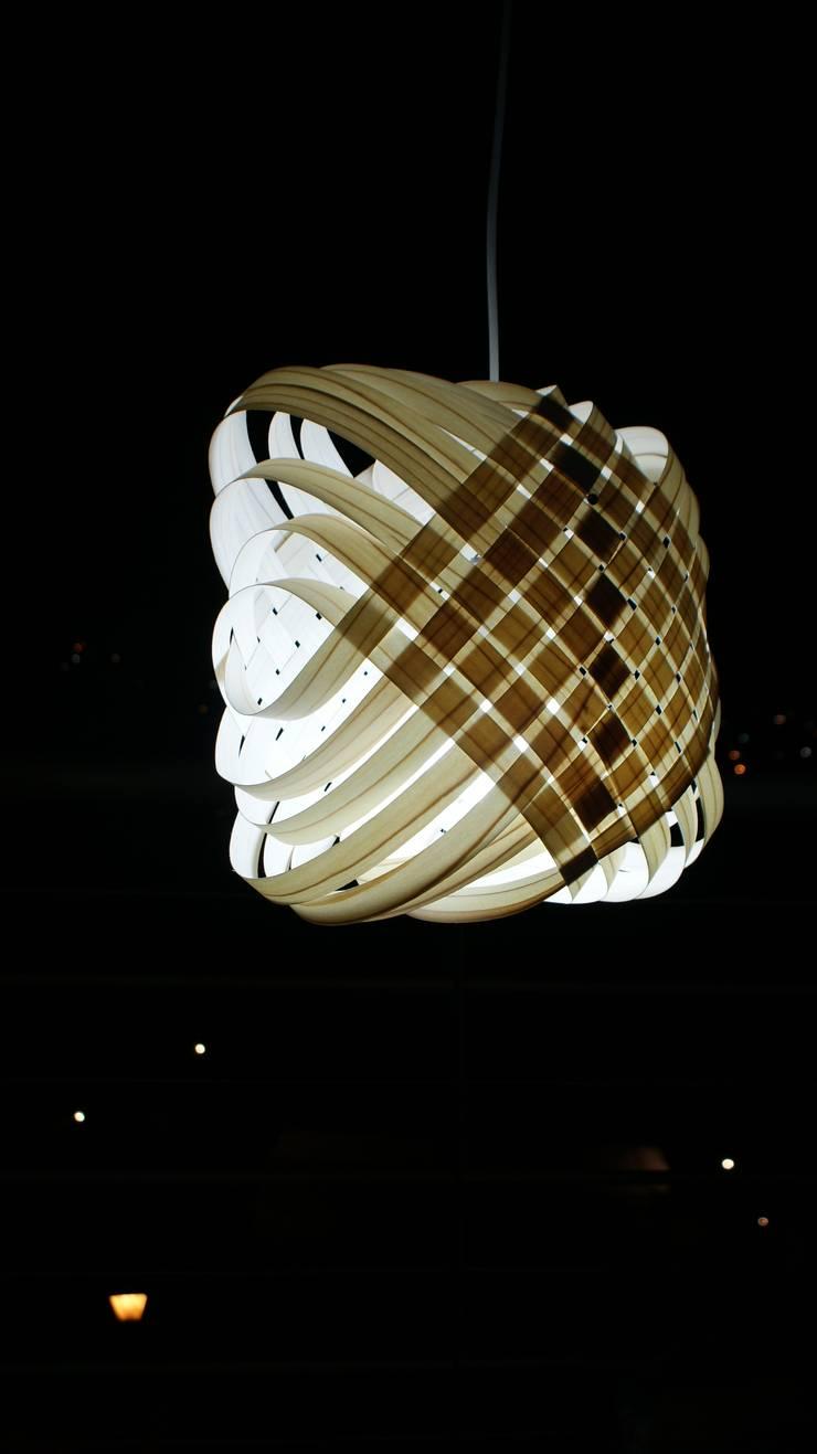Lámpara Canasto II: Vestíbulos, pasillos y escaleras de estilo  por UP-A mobiliario por Jorge Torres y Mariana Verdiguel