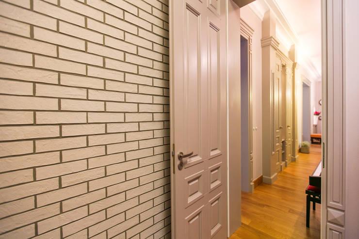 Anna Buczny PROJEKTOWANIE WNĘTRZ  Korytarz: styl , w kategorii Ściany i podłogi zaprojektowany przez Anna Buczny PROJEKTOWANIE WNĘTRZ