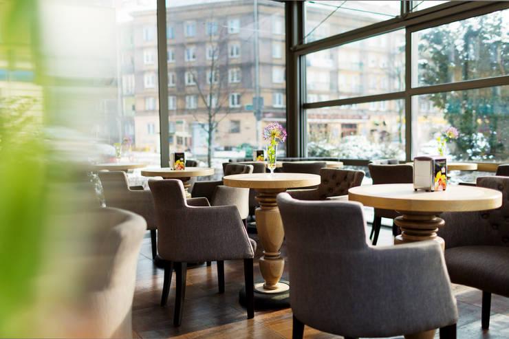 Restoran oleh Anna Buczny PROJEKTOWANIE WNĘTRZ, Klasik Parket Multicolored