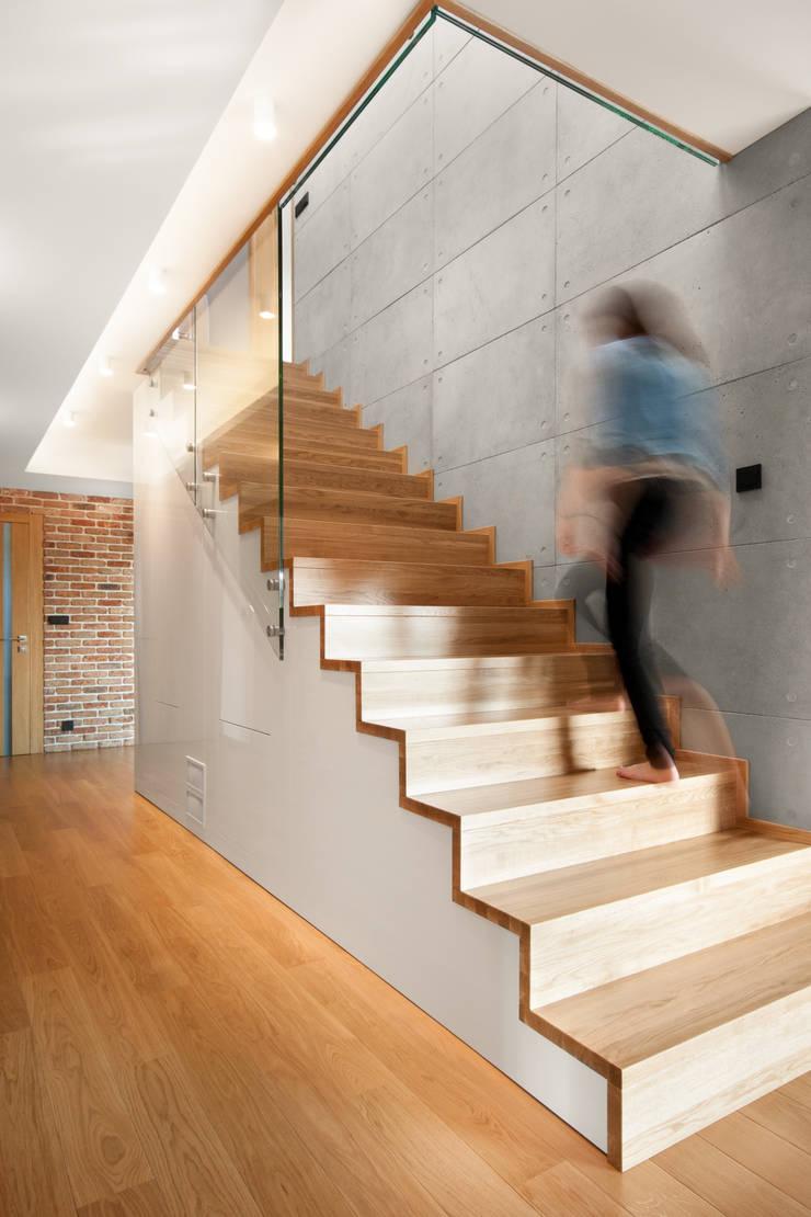Beton architektoniczny Contractors: styl , w kategorii Ściany zaprojektowany przez Contractors
