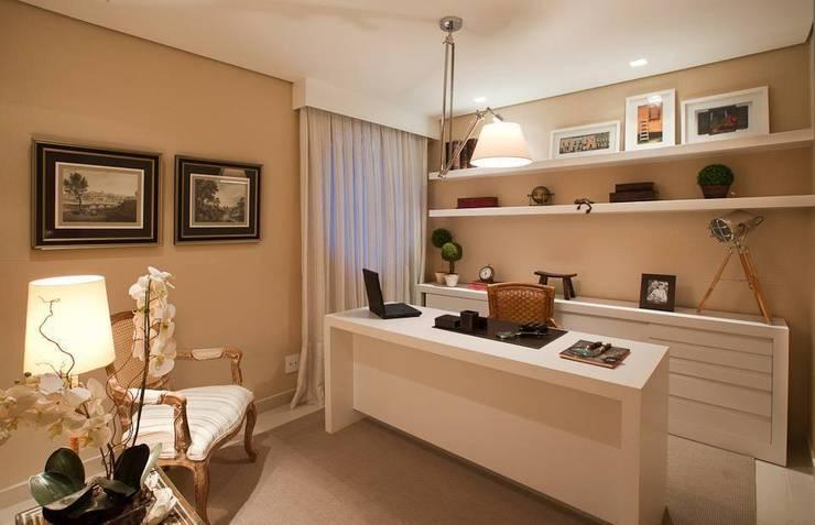Modern study/office by Carolina Nathair Studio de Arquitetura Modern