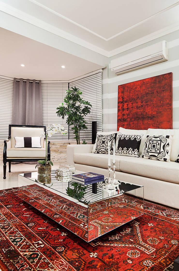 Living em Preto Branco e Cinza: Salas de estar modernas por marli lima designer de interiores