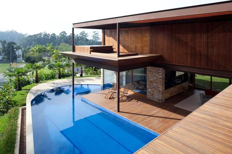 Casas de estilo  por Gálvez & Márton Arquitetura