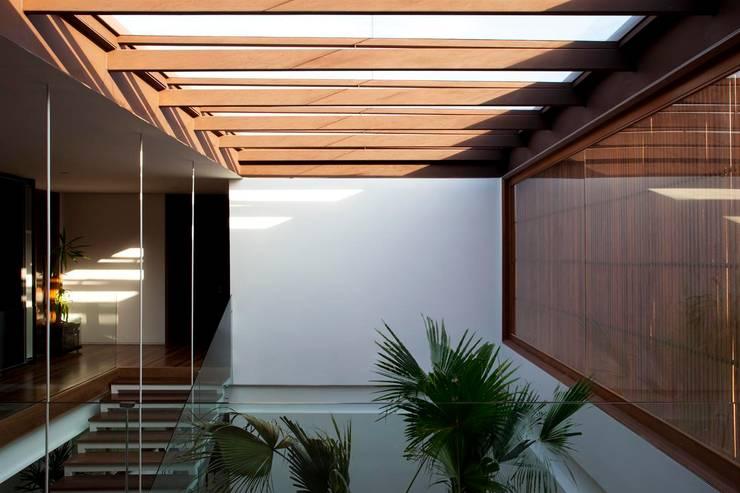 MAN: Casas modernas por Gálvez & Márton Arquitetura