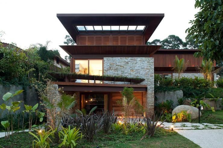 MAN: Casas  por Gálvez & Márton Arquitetura