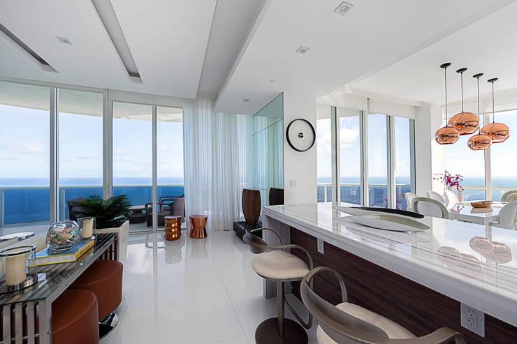 Sunny Isles - FL - US: Salas de estar  por Infinity Spaces,Moderno