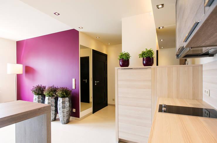 Anna Buczny PROJEKTOWANIE WNĘTRZ  Apartament: styl , w kategorii Ściany zaprojektowany przez Anna Buczny PROJEKTOWANIE WNĘTRZ,Nowoczesny