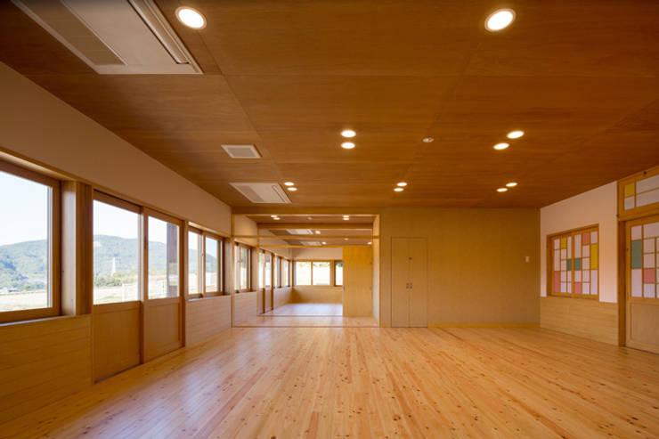 吉井保育所 モダンな学校 の tatta建築設計事務所 モダン