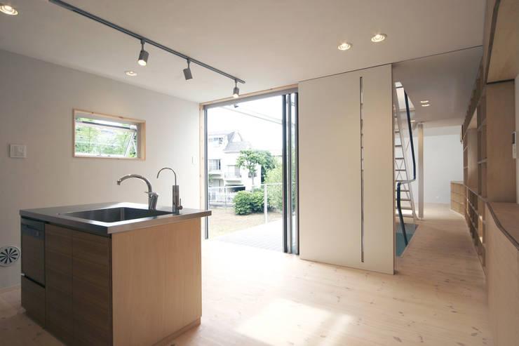 借景の家: 充総合計画 一級建築士事務所が手掛けたダイニングです。
