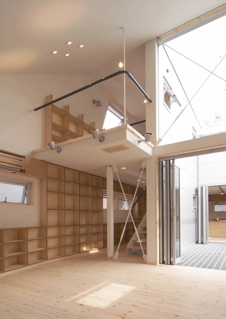 借景の家 ミニマルデザインの リビング の 充総合計画 一級建築士事務所 ミニマル