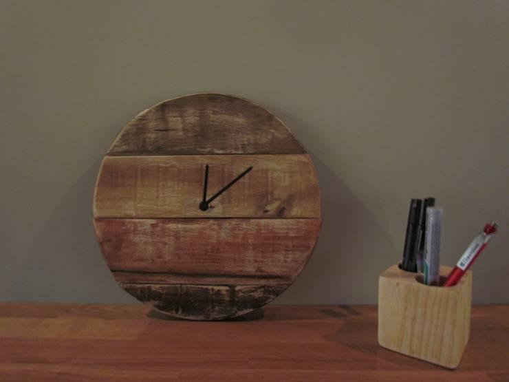 Reloj cuatro colores degradados: Hogar de estilo  de Mueblets