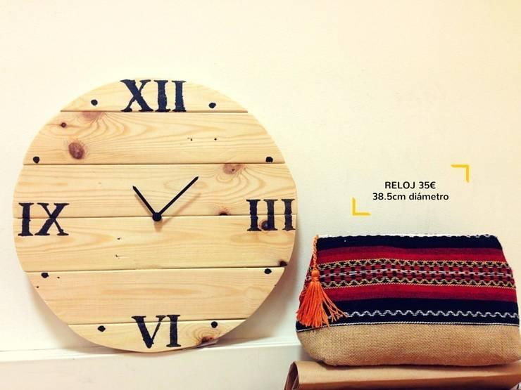 Reloj madera números y puntos horizontal: Hogar de estilo  de Mueblets