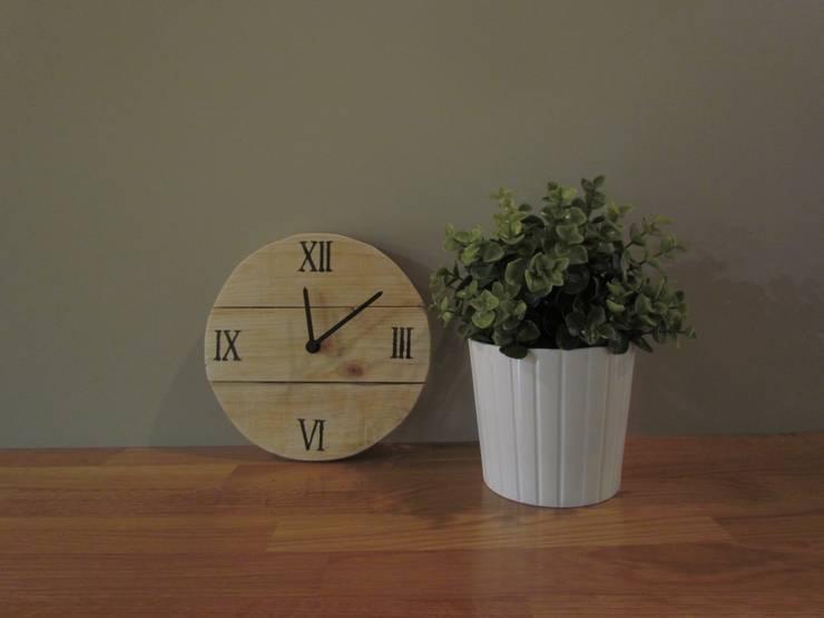 Reloj mini madera: Hogar de estilo  de Mueblets