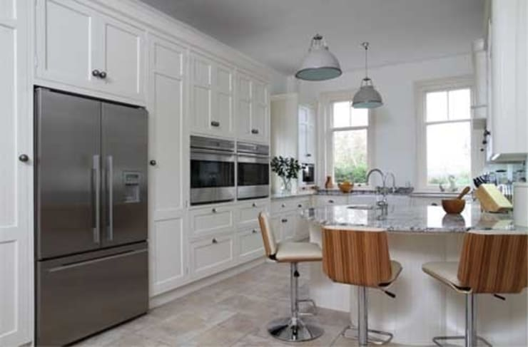 Traditional hand painted kitchen:  Kitchen by John Ladbury and Company
