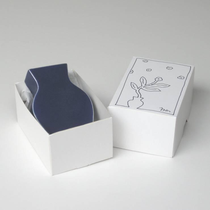 vaas Plat mini met doosje:  Woonkamer door Ines de Booij