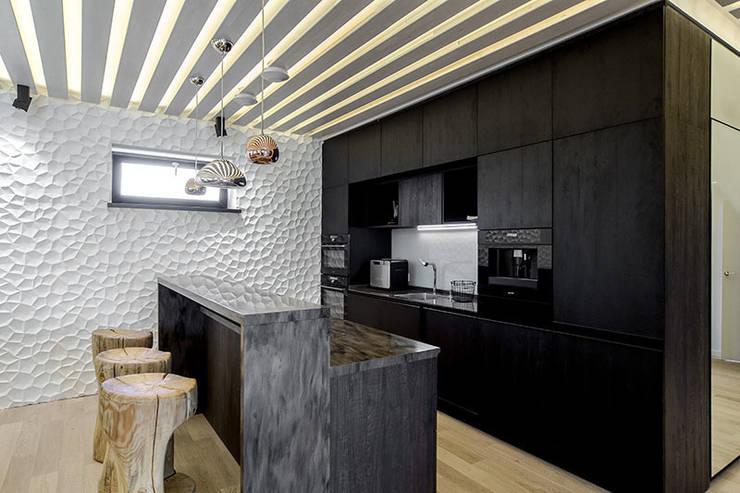 Кухня в загородном доме: Кухни в . Автор – Kerimov Architects