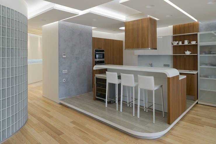 Квартира на Западе Москвы: Кухни в . Автор – Kerimov Architects, Минимализм