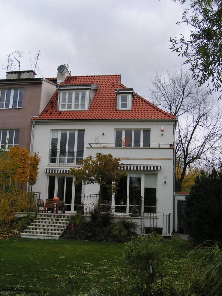 Dom po przebudowie.: styl , w kategorii  zaprojektowany przez Nowak i Nowak Architekci
