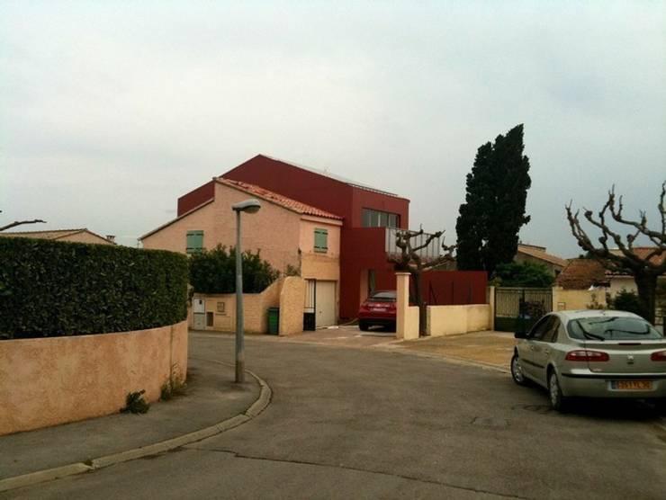 La greffe vue depuis la rue: Maisons de style de style Moderne par scp bastide gaucher