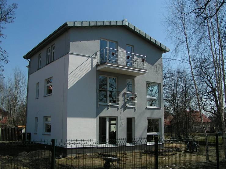 DOM WARSZAWA URSYNÓW: styl , w kategorii Domy zaprojektowany przez Nowak i Nowak Architekci