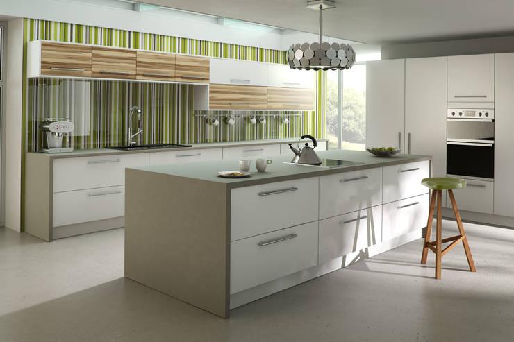 DM Design Premier White Range Door:  Kitchen by DM Design