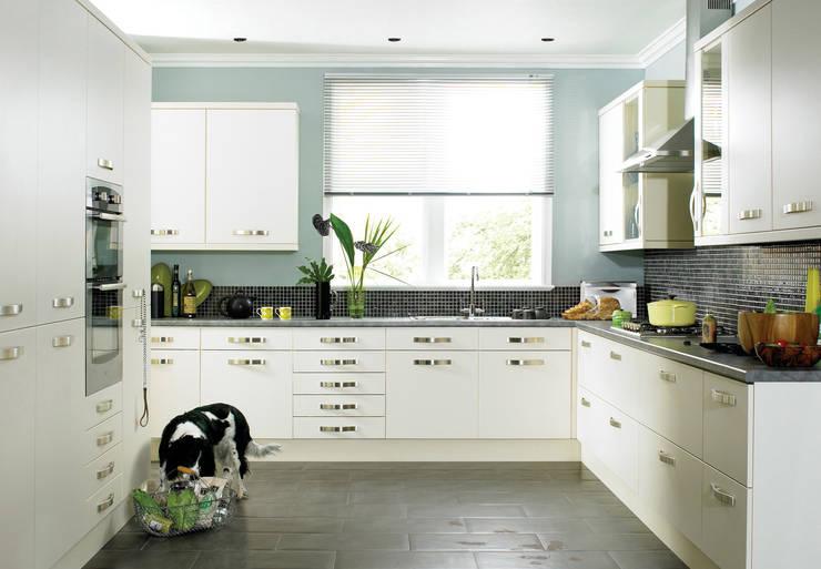 DM Design Cream Range Door:  Kitchen by DM Design