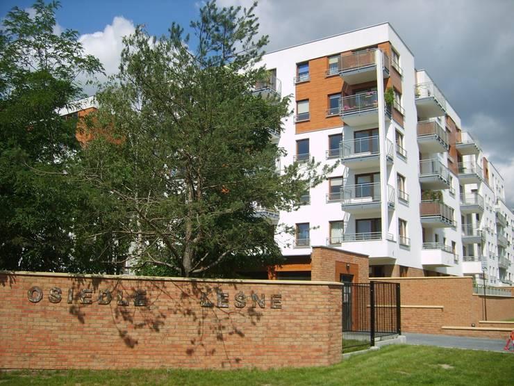 OSIEDLE LEŚNE  WARSZAWA  BEMOWO: styl , w kategorii Domy zaprojektowany przez Nowak i Nowak Architekci