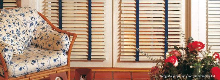 Cortinas horizontales de madera:  de estilo  por Dino Conte,Moderno
