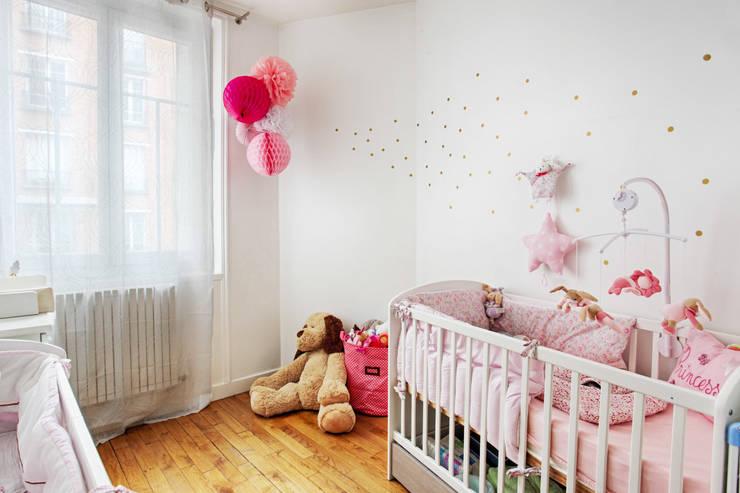 une chambre pour bébés: Chambre d'enfants de style  par MON OEIL DANS LA DECO
