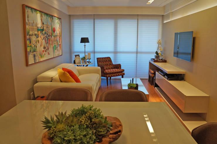 Yellow: Salas de estar  por Ju Nejaim Arquitetura,Moderno