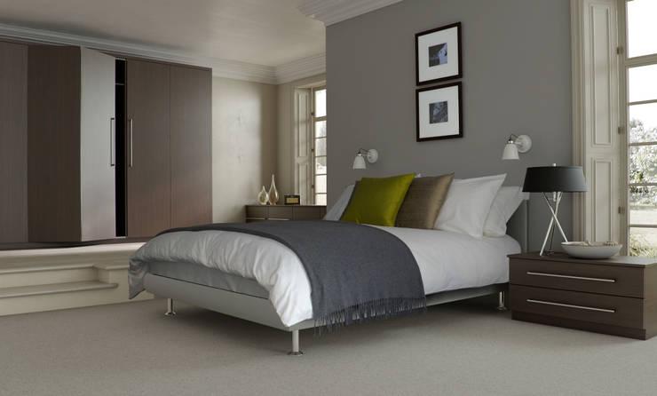 DM Design Truffle Avola Bi-fold Doors:  Bedroom by DM Design