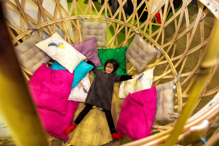 Cocons en bambou: Chambre d'enfants de style  par Déambulons