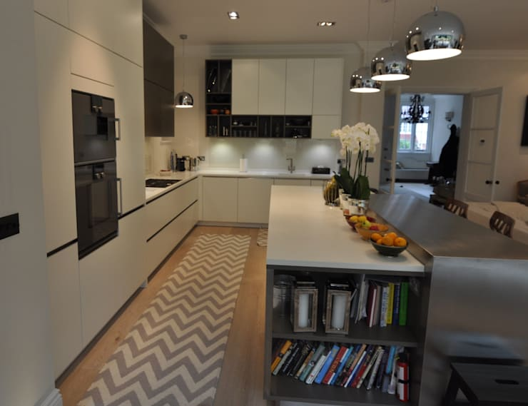 Credition Hill - Hampstead, London NW3:  Kitchen by Hampstead Kitchens