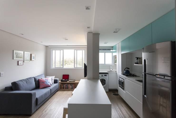 Apartamento CB: Salas de estar  por Moove Arquitetos