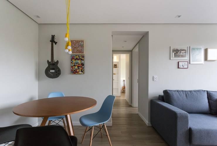 Apartamento CB: Salas de jantar modernas por Moove Arquitetos