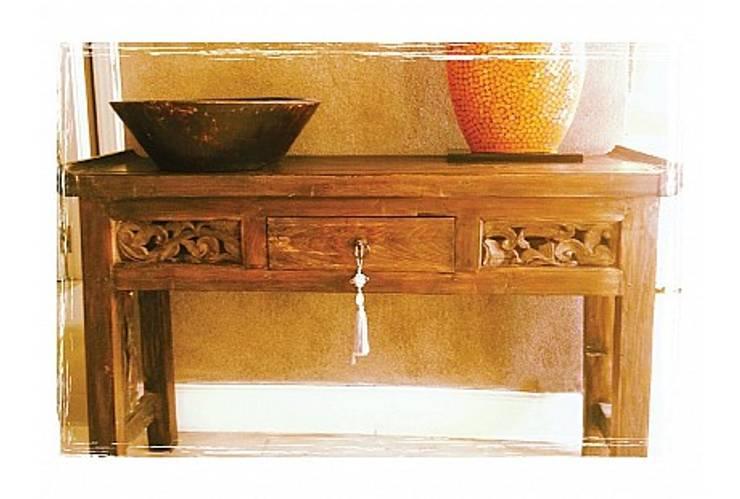 Potpourri de muebles importados: Livings de estilo  por Opiusly