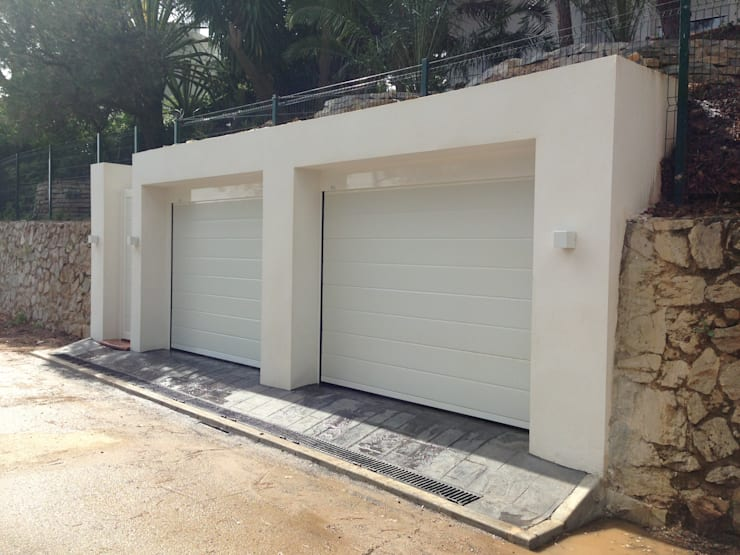 Double Garage by Rudeco Construcciones