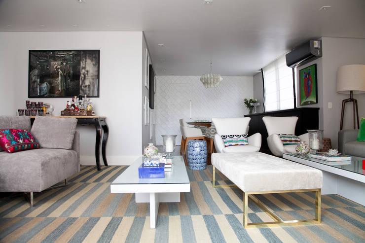 living : Salas de estar modernas por Arquitetura Juliana Fabrizzi